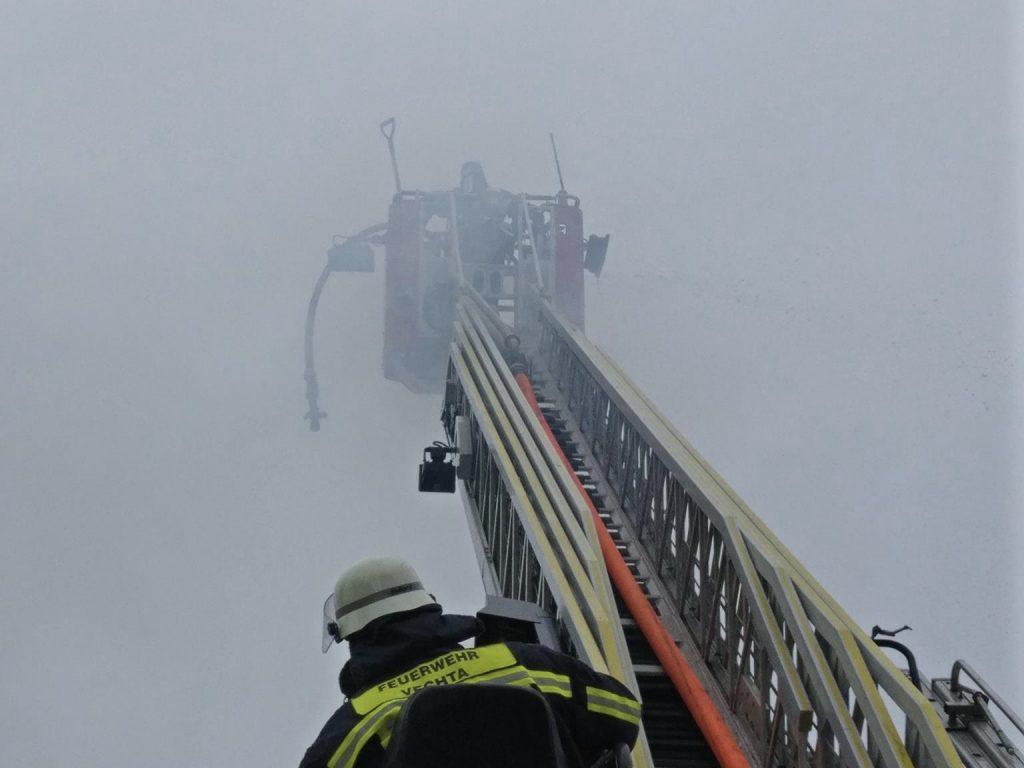 Zimmerbrand, Drehleiter zur Unterstützung der FF-Lohne