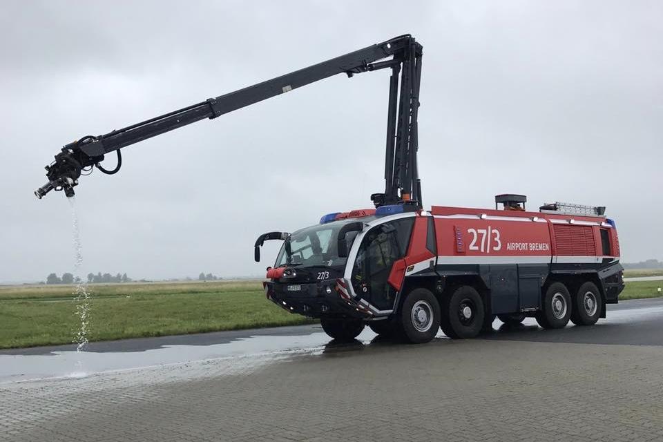 Jugendfeuerwehr besucht die Flughafenfeuerwehr am Airport Bremen