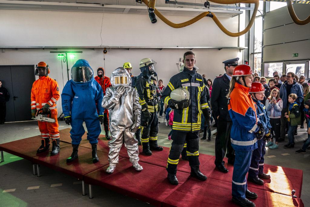 Verschiendene Schutzausrüstung in der Feuerwehr
