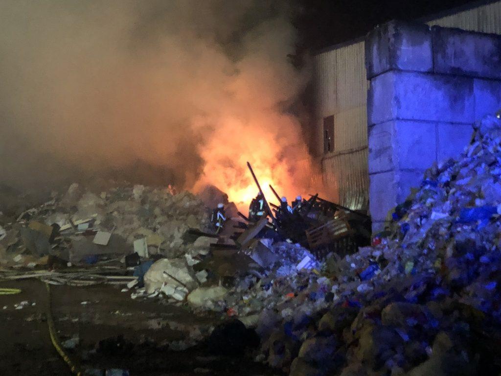 Brand eines Müllhaufens