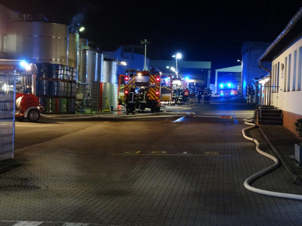 Alarmübung, Brand einer Produktionshalle