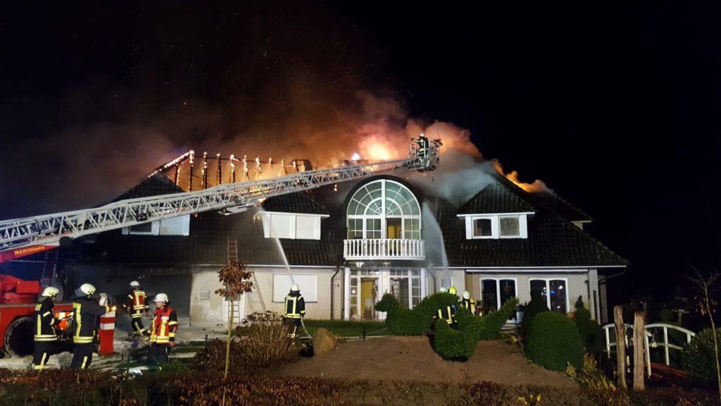 Gebäudebrand – Explosion in Garage